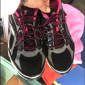 Avia Sneakers Size 9M